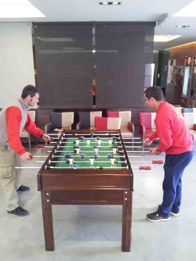 Futbol n bar a madrid mobilparc for Futbolin madera bar