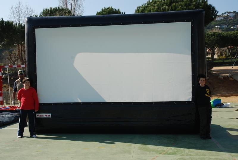 pantalla-de-cine-y-proyector-1