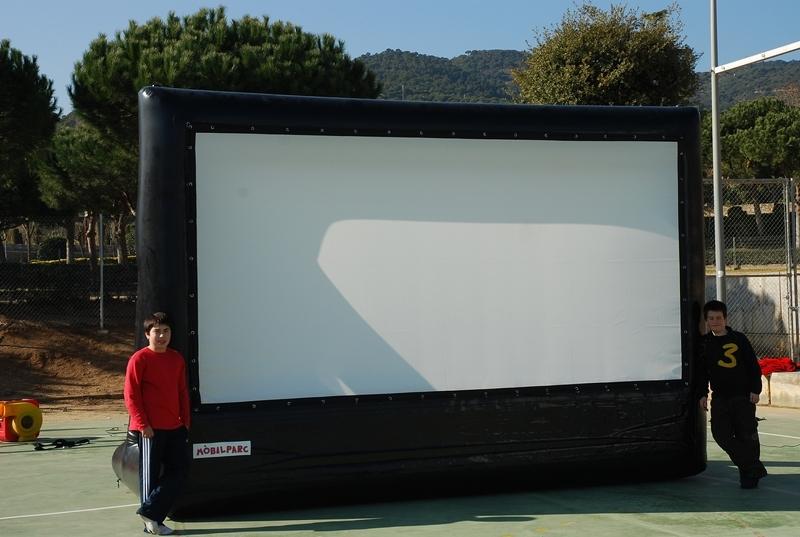 pantalla-de-cine-y-proyector-2